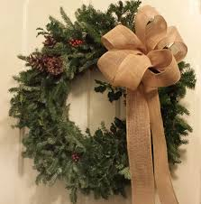 decorating with wreaths for idolza