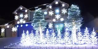 Christmas Outdoor Light Projector by Let It Go U0027 Christmas Light Display Is So Cool It Will Freeze You