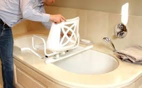 siège pour baignoire handicapé a qui s adresser pour adapter ma salle de bain vivre en aidant