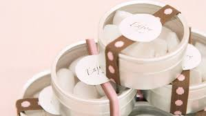 popular wedding favors 6 popular wedding favors and their trendier alternatives