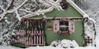 Christmas Decorated Houses 16 Small Space Christmas Decorating Ideas Tiny House Christmas