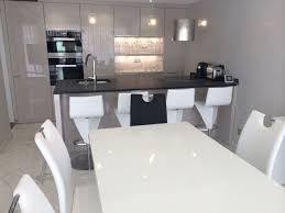 cuisine laquee meuble cuisine gris laqua inspirations avec cuisine laquee