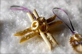Making Christmas Ornaments - 13 easy christmas ornaments for kids to make with pasta artsy