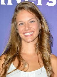 Seeking Season 2 Episode 1 Cast Tracy Spiridakos Actor Tv Guide