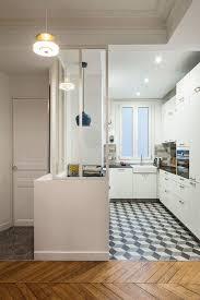 cuisine appartement cuisine moderne focus sur une cuisine semi ouverte avec verrière