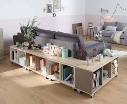 autour d un canapé photo de canapé cocooning avec une intégration astucieuse du