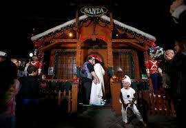 san jose santa claus performs in the park wedding