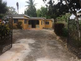 3 bedroom 1 bathroom house for rent in mandeville manchester