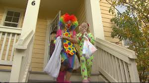 spirit halloween in las vegas homeowner bans clowns from trick or treating on halloween cbs denver