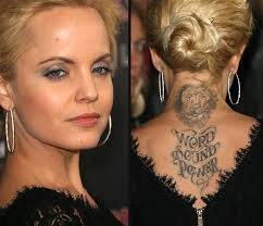 mena suvari and quote on back neck photo 3 photo