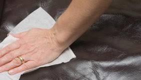 comment nettoyer un canapé en simili cuir noir nettoyer similicuir tout pratique