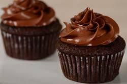 cupcakes recipe banana chocolate cupcakes recipe joyofbaking com video recipe