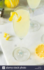 french 75 garnish champagne cocktail lemon stock photos u0026 champagne cocktail lemon