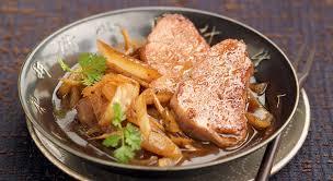 cuisiner un filet mignon de porc filet mignon de porc sauté aux oignons sublime