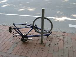 fabriquer son porte velo une minute pour voler un vélo et personne ne bouge l