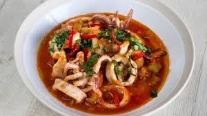 cuisiner calamar recette cioppino de calmars cuisiner calmar cuisiner fuits de mer