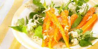 cuisiner les orties salade de carotte aux fleurs d orties facile et pas cher