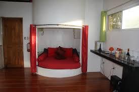 boutique de canapé canapé en alcôve pour lire et se reposer photo de somewhere else