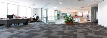 sol bureau pose de revêtements de sol moquette stratifié et vinyle dans des