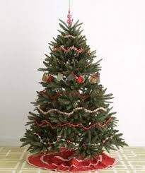 How To Decorate A Christmas Tree Festive Christmas Tree Decorating Ideas Real Simple