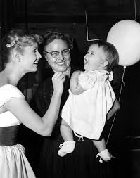 carrie fisher u0026 debbie reynolds growing up together in 31 touching