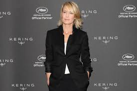 house of cards robin wright gets political has