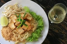 cuisine thailandaise traditionnelle traditionnelle cuisine thaï dans une ambiance de cantine chic et