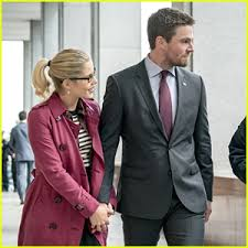 oliver felicity hold for city s thanksgiving
