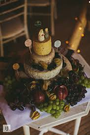 5 unusual wedding cakes that got guests talking