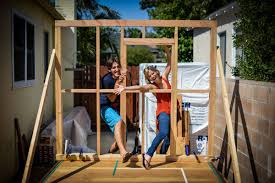Tiny Houses Movie Couple Quits Job Builds Tiny House On Wheels And Travels The
