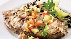 cuisiner le merou darnes de mérou grillées et salsa au kiwi recettes iga poisson