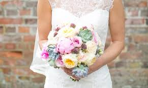 Flowers To Go A Beginner U0027s Guide To Wedding Bouquets You U0026 Your Wedding