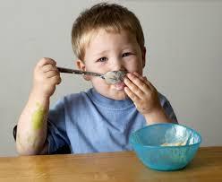 bimbo 13 mesi alimentazione alimentazione bambino dopo 1 anno come e cosa deve mangiare