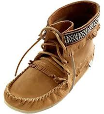 womens moccasin boots size 11 amazon com minnetonka s fringe moccasin boot boots