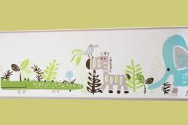 frise murale chambre bébé préparer la chambre de bébé en 3 é mamansactives fr
