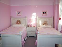 am ager une chambre pour 2 filles comment decorer une chambre d enfant maison design bahbe com