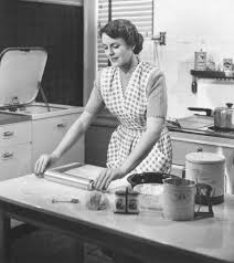 femme dans la cuisine cagne d8 quand la télévision renvoie les femmes et laurence