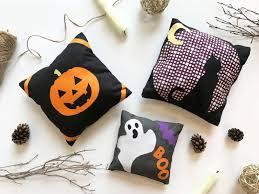 mini halloween pillows no sew tutorial art gallery fabrics