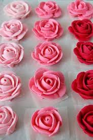 Easy Icing Flowers - how to frost a smooth cake with buttercream frosting smooth and