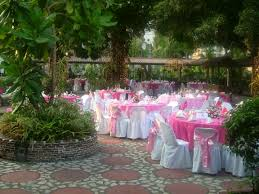 round table with pink tablecloth combined by pink flower bouquet