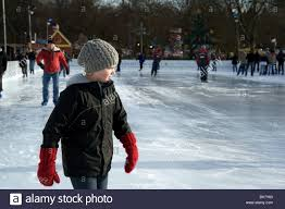 child skating at the hyde park winter rink