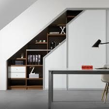 bureau sous pente design interieur placard sous pente meuble rangement porte