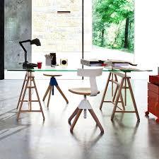 bureau avec treteau bureau avec treteau table magis teatro plateau en verre avec