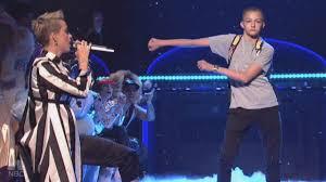 Sofa King Snl by Meet The Dancing U0027backpack Kid U0027 Who Stole Katy Perry U0027s Spotlight