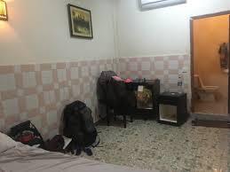 surface chambre chambre sans fenêtre et sdb bouchée eau sur toute la surface