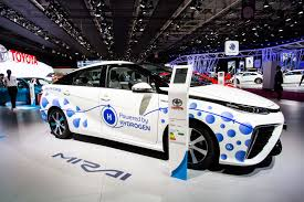 toyota company japan toyota targets 620 mile range with concept fuel cell vehicle