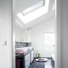 chambre sous les combles aménager une salle de bains sous les toits travaux com
