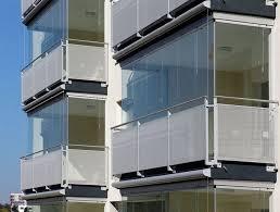 verande in plastica chiusura balcone con vetri e tende antivento e antipioggia
