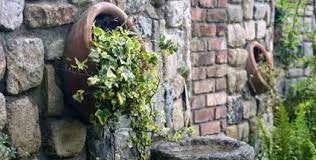 ruinenmauer aus alten mauerziegeln в сад pinterest alter