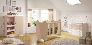 chambre bebe lit et commode chambre de bébé complete miki moderne et épurée glicerio so nuit